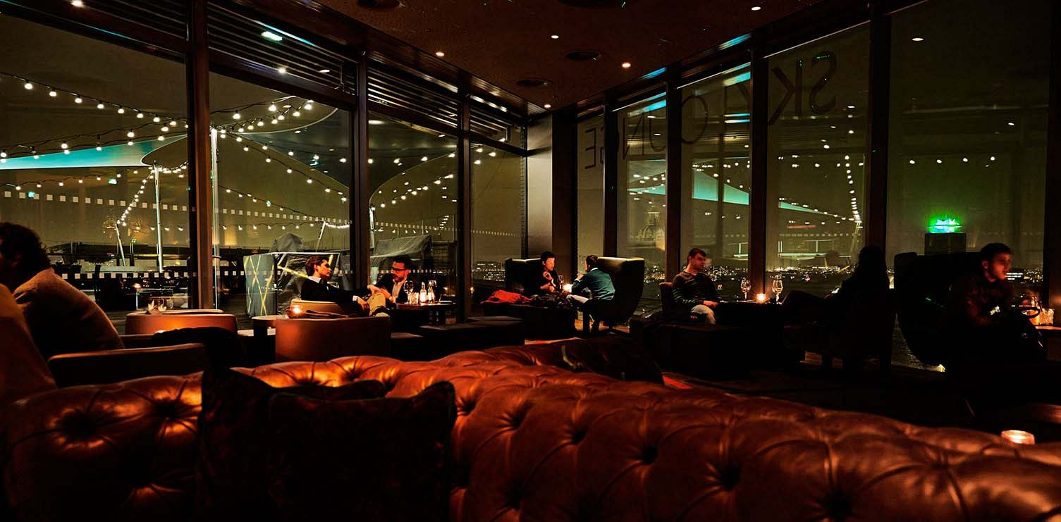 Hotelul Doubletree by Hilton SkyLounge