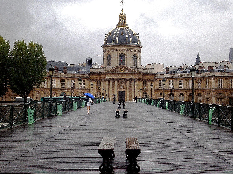 Cel mai cunoscut pod din Paris - Pont des Arts